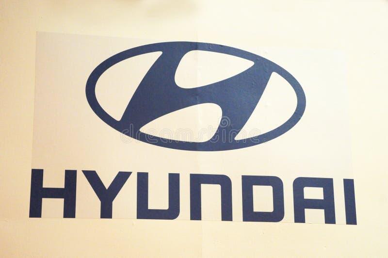 Emblema y logotipos de la marca de HYUNDAI en la carrocería imágenes de archivo libres de regalías