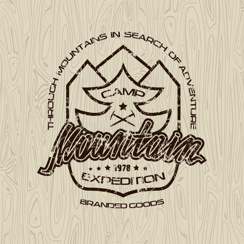 Emblemas del campo de la montaña para la camiseta stock de ilustración