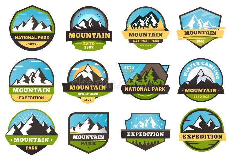 Emblemi di spedizione della montagna Etichette di viaggio di aria aperta, montagne che fanno un'escursione l'emblema dell'autoade illustrazione vettoriale