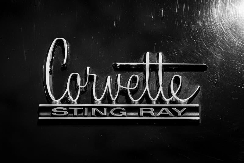 Emblemsportbil Chevrolet Corvette Sting Ray (C2) arkivbilder