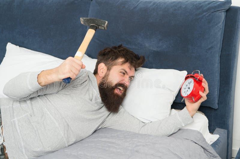 Embora você esteja adormecido você pode acordar o sentimento como não dormiu de todo Fases do sono Alcance no sono faltado foto de stock royalty free