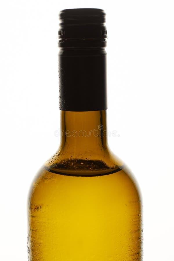 Embotellamiento del vino con cierre del rocío para arriba imagen de archivo