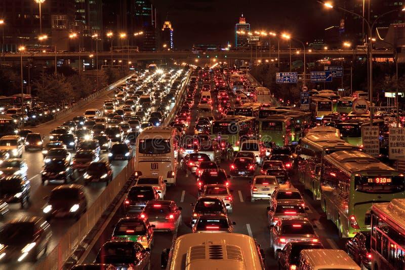Embouteillage à Pékin la nuit photos libres de droits