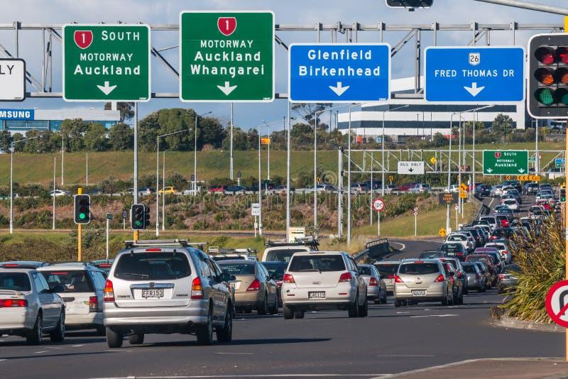 Embouteillage d'heure de pointe sur l'autoroute d'Auckland image libre de droits
