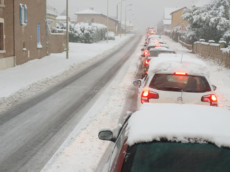 Embouteillage de neige d'hiver images libres de droits