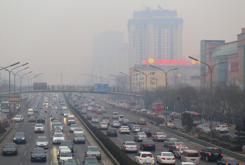 Embouteillage de Pékin et pollution atmosphérique photographie stock libre de droits