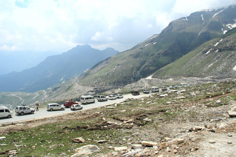Embouteillage en montagne. photo libre de droits