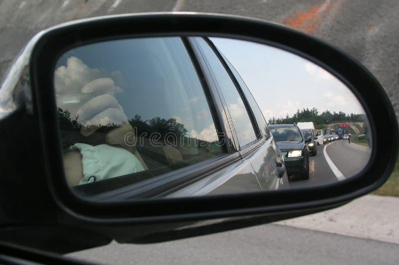 Embouteillage sur la route vers la Croatie, l'Italie ou la Grèce dans l'heure d'été image stock