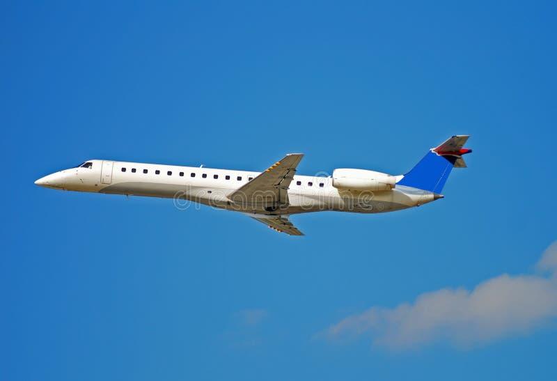 embraer выпускает струю регионарно стоковое изображение rf