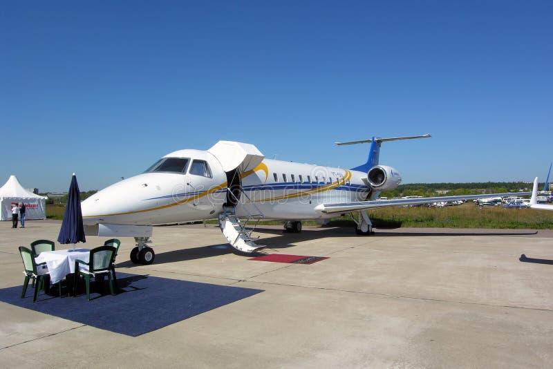 embraer för 135 flygplan erj royaltyfri bild