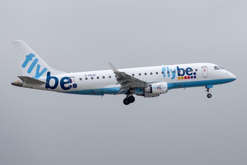 Embraer 170-200STD - 17000351, работанный посадкой Flybe стоковые фото