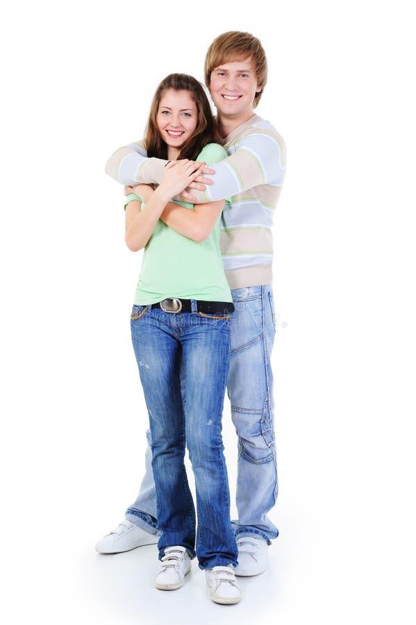 embrasing愉快的爱的年轻人的夫妇 免版税库存图片