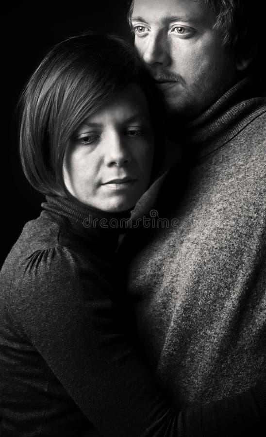 Embrassement de couples image libre de droits