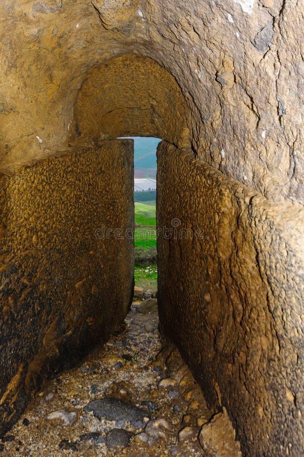Embrasure in den Verstärkungen der Kreuzfahrer Belvoir-Festung stockfotos