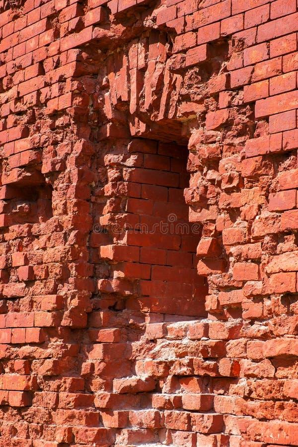 Embrasure und ein Fragment der Wand der Festung lizenzfreie stockbilder