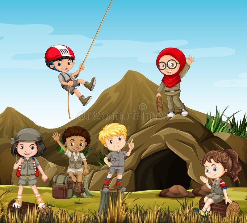 Embroma el camping por la cueva stock de ilustración