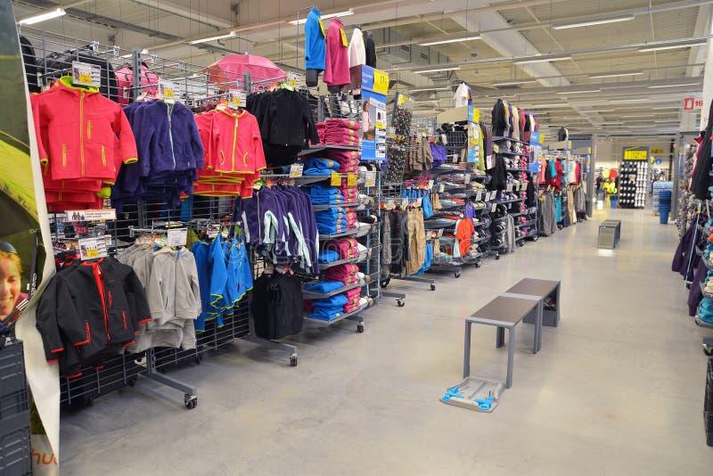Embroma la tienda de ropa imagenes de archivo