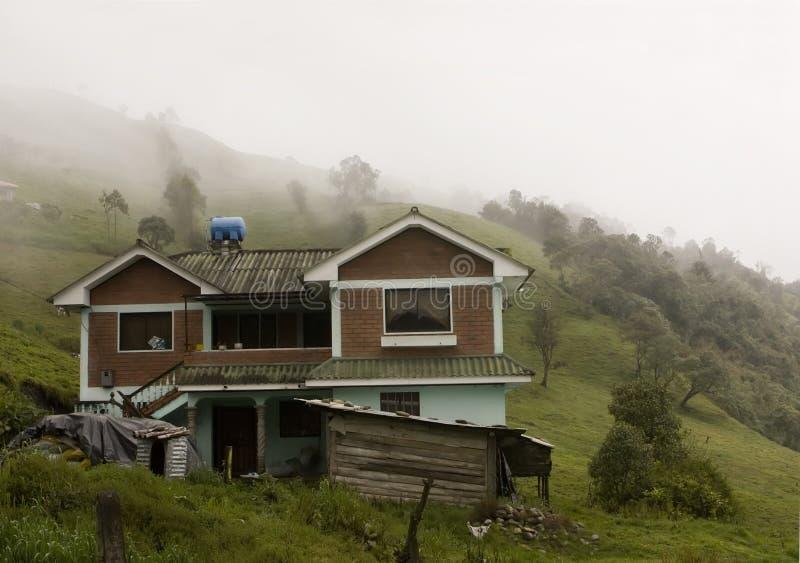 Embrumez au-dessus d'un Ecuadorian Cloudforest image stock