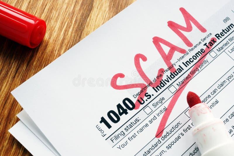 Embuste do imposto Formulário com sinal em uma mesa imagens de stock