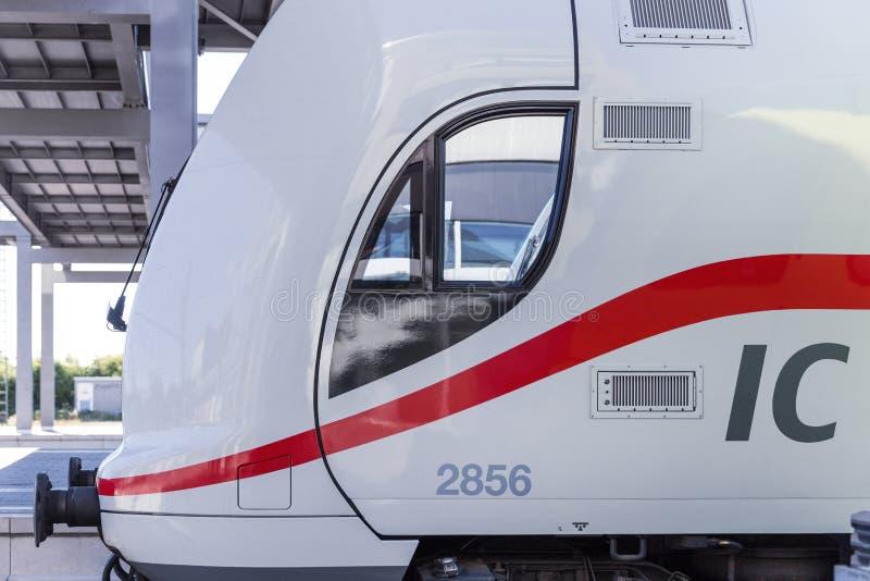 Emden, basse-saxe/Allemagne - 14 07 18 : le nouveau train d'IC de Deutsche Bahn emden dedans l'Allemagne image libre de droits