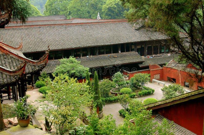 Emeishan, Chine : Temple de Bao Guo photos stock