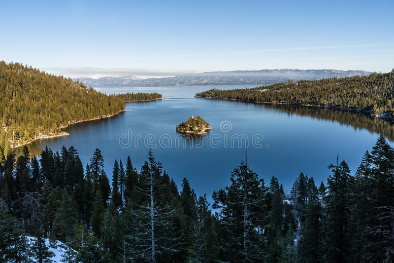 Emerald Bay e Fannette Island, Lake Tahoe, Califórnia, EUA foto de stock