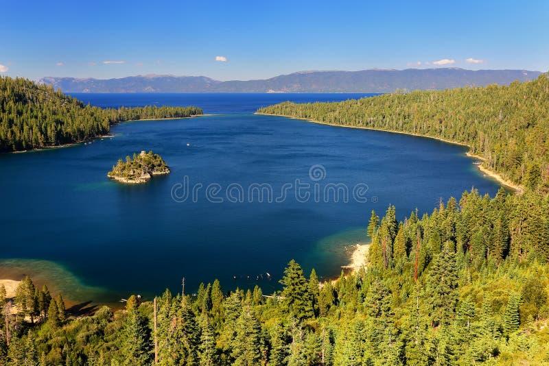 Emerald Bay em Lake Tahoe com Fannette Island, Califórnia, EUA imagens de stock