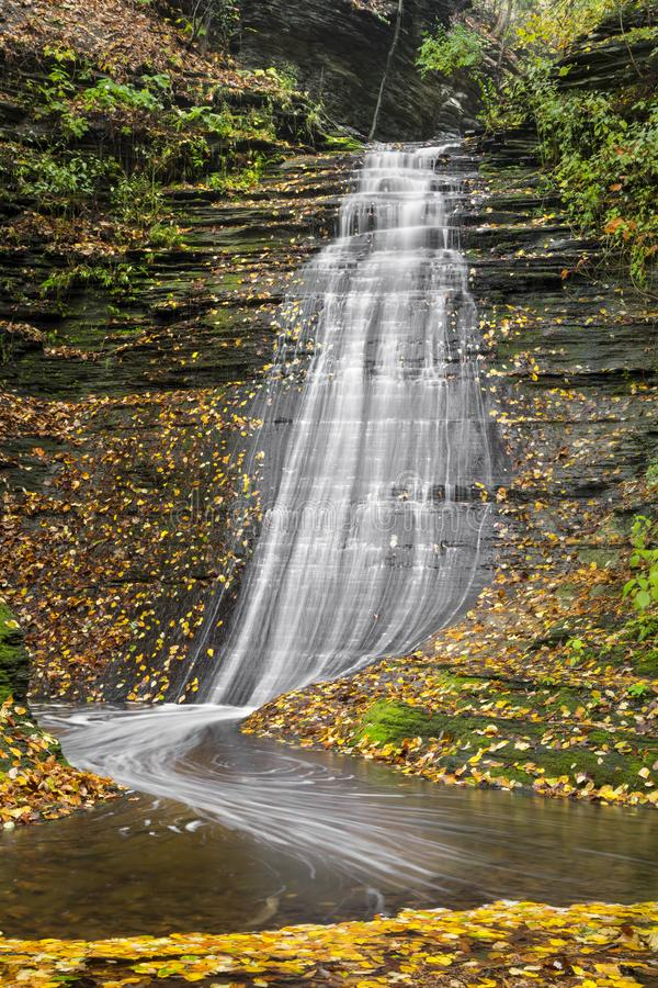 Emerald Falls Autumn imagen de archivo