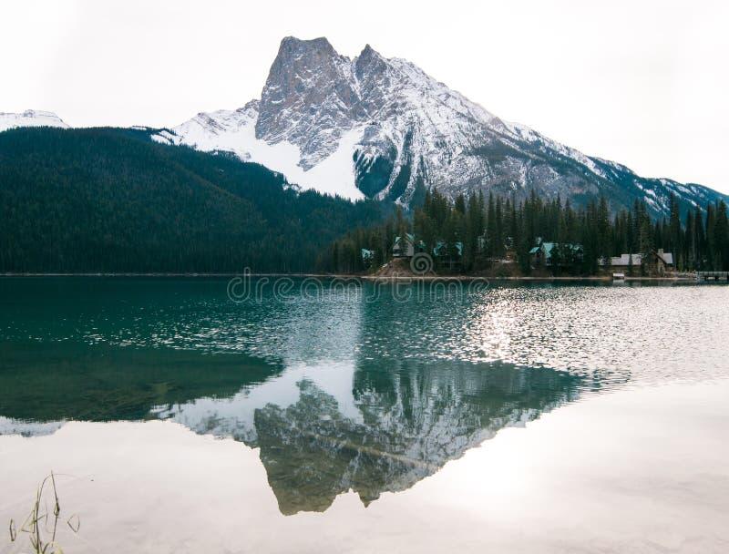 Emerald Lake en Yoho National Park es A.C. un lugar hermoso imagen de archivo libre de regalías