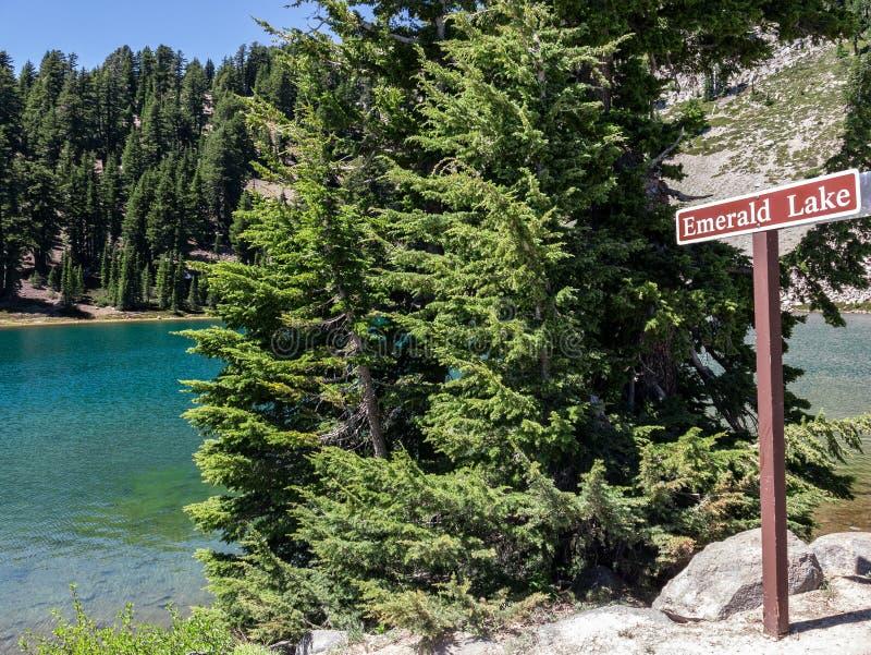 Emerald Lake, parque nacional vulcânico de Lassen imagem de stock