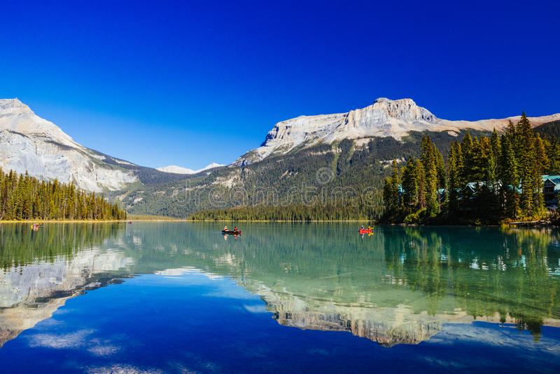 Emerald Lake, Yoho National Park, Columbia Británica, Canadá imagenes de archivo