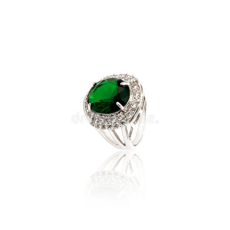 Emerald Ring isolou-se no branco fotografia de stock royalty free