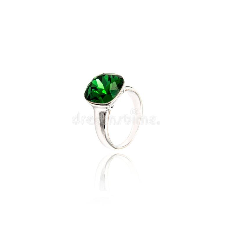 Emerald Ring isolou-se no branco foto de stock