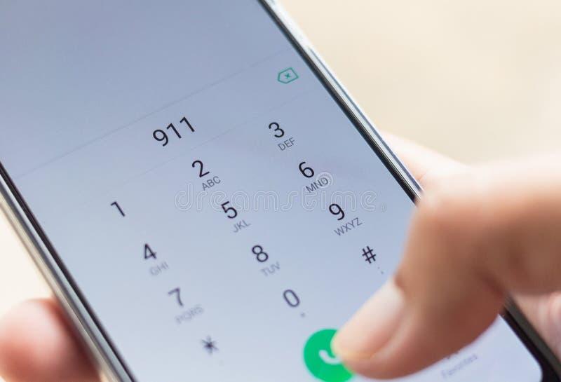 Emergência e urgência, discando 911 imagens de stock royalty free