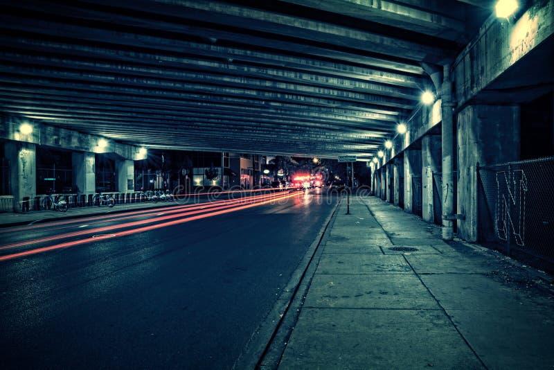 Emergencia en un túnel oscuro de Chicago en la noche imagen de archivo