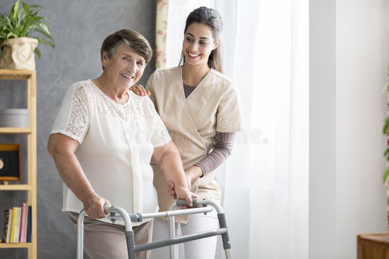 Emeryt i pielęgniarka obrazy stock