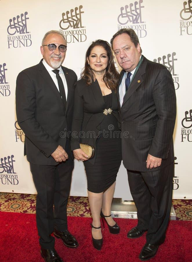 Emilio Estefan, Gloria Estefan, & James L Nederlander imagens de stock royalty free