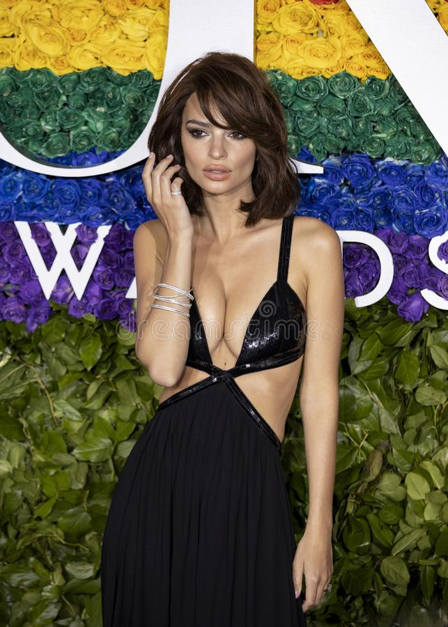 Emily Ratajkowski bei Tony Awards 2019 stockfoto