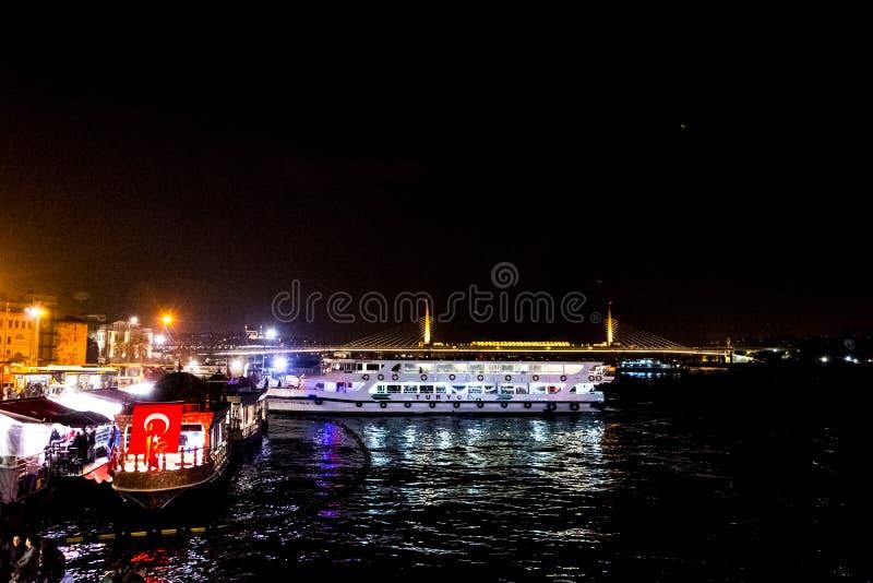 Eminonu的港口在伊斯坦布尔 免版税库存照片