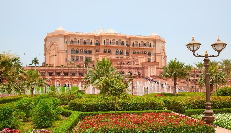 Emirat-Palast Nacht lizenzfreie stockfotografie
