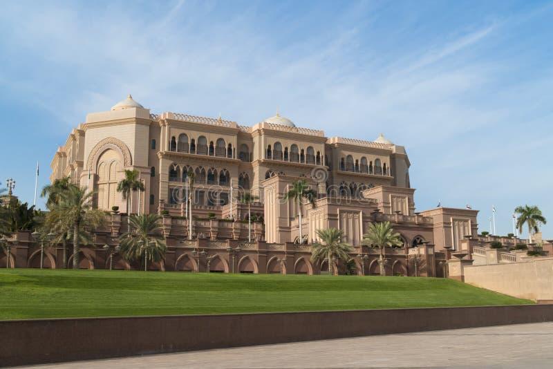 Emirat-Palast Nacht stockbild