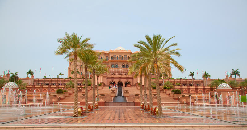 Emirat-Palast Nacht lizenzfreies stockfoto