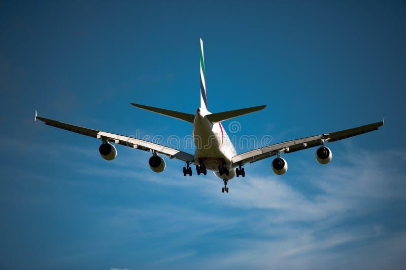 Emiraten A380 op benadering stock afbeeldingen