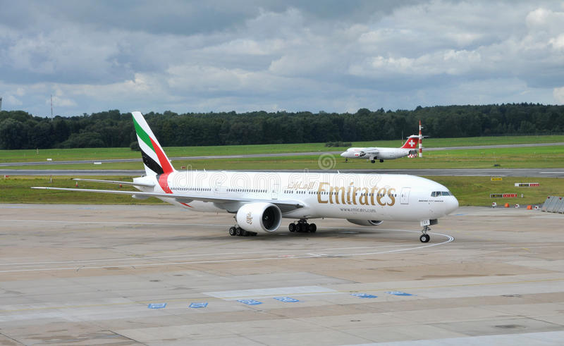 Download Emirates Boeing 777  In Airport Hamburg Editorial Photography - Image of hamburg, airline: 33426157