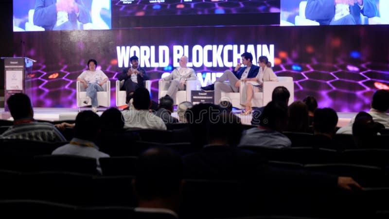 Emiratos Árabes Unidos, Dubai - 24 de outubro de 2017: Ideias da reunião de negócios e das conferências Comparecimento do grupo d fotografia de stock royalty free