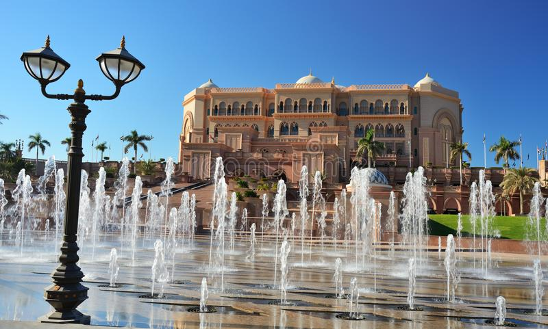 Emiratpalasthotel in Abu Dhabi lizenzfreie stockfotos