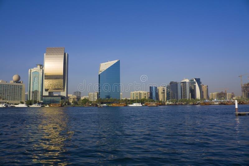 Emirats arabes du Dubaï de crique de constructions unis photographie stock libre de droits