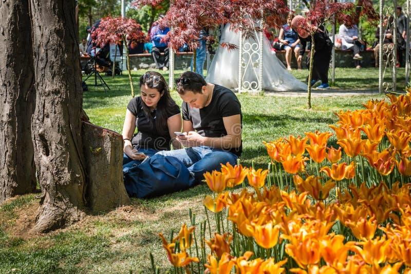 Emirganpark in het weekend in Istanboel, Turkije royalty-vrije stock foto