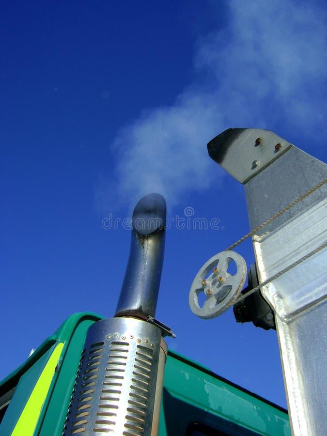 Emisión de extractor del motor diesel del carro imagen de archivo libre de regalías