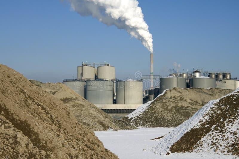 Emisiones de CO2 del tubo de tubo de la central eléctrica de energía del carbón foto de archivo libre de regalías